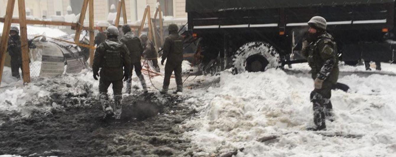Соболев сообщил об аресте всех активистов, которые были в лагере возле Рады. Полиция демонтирует палатки