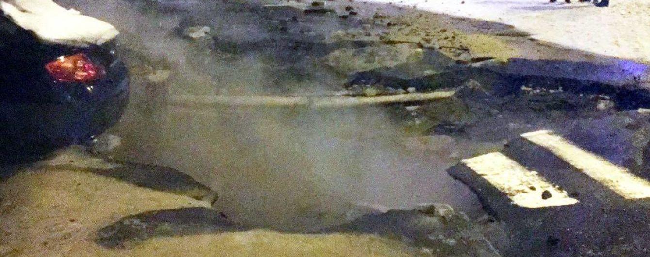 В Киеве и Харькове масштабно прорвало теплотрассы: сотни людей и медучреждения остались без отопления