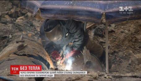 У Києві прорвало тепломережу, чотириста будівель півдня провели без опалення та гарячої води