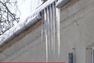 Небезпечне навчання: у школі на Тернопільщині діти травмуються і вчаться у холодних класах