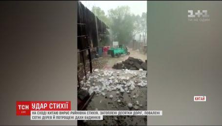 Шторм, молнии и град: разрушительная стихия неожиданно застала восток Китая
