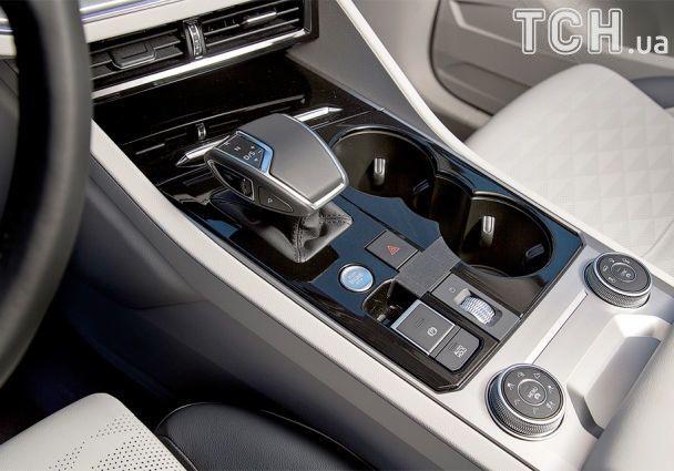Volkswagen показал начинку нового Touareg