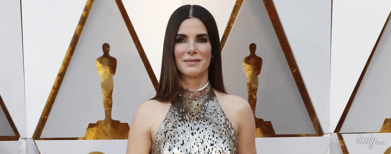 Элегантная Сандра Буллок вышла на красную дорожку в платье от Louis Vuitton