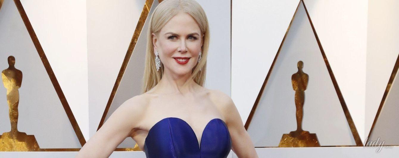 Как всегда, великолепна: 50-летняя Николь Кидман блистала на красной дорожке в необычном наряде