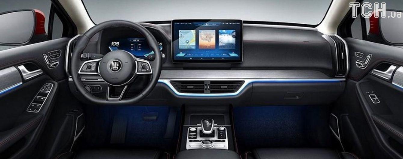 Компания BYD экспериментирует с планшетами в автомобиле