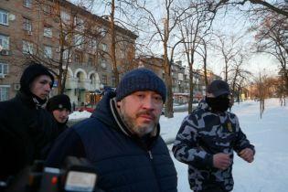 """Активісти влаштували Крисіну біля суду """"коридор ганьби"""" зі стусанами і плювками"""