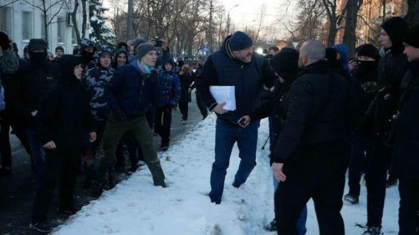 Обвинуваченому увбивстві журналіста В'ячеслава Веремія влаштували «коридор ганьби»