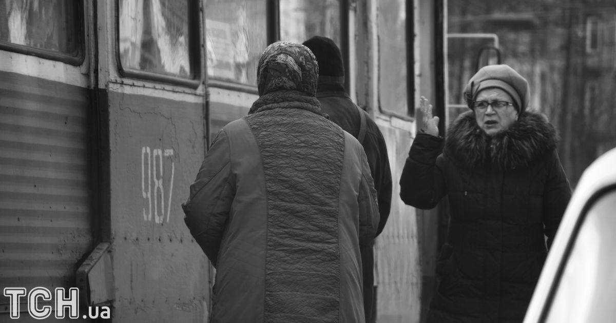 "Мариуполь. На остановке. @ Дмитрий Мороз/Журналист ""Спецкор"""