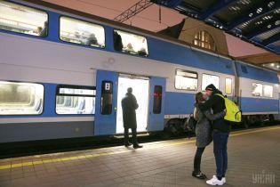 """На затяжні вихідні """"Укрзалізниця"""" призначила 18 пар додаткових поїздів. Повний розклад"""