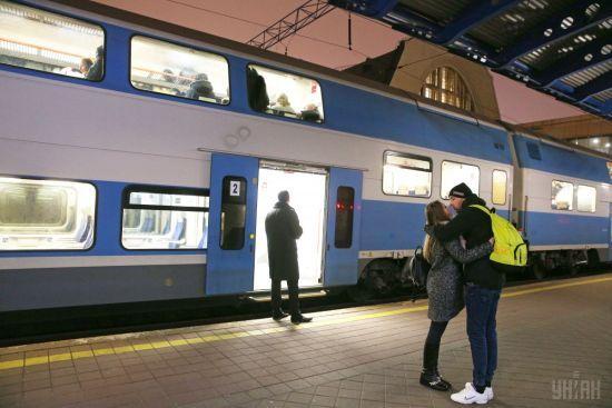 """""""Укрзалізниця"""" призначила ще три додаткові поїзди на Великдень"""
