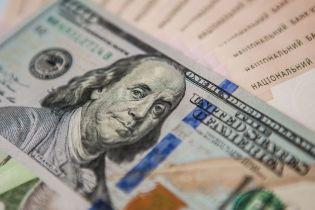 Долар здорожчав, а євро здешевшав у курсах Нацбанку на середу. Інфографіка