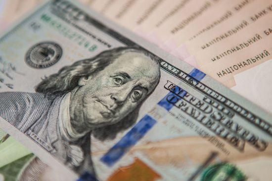 Долар здорожчає, а євро здешевшає в курсах Нацбанку на середу. Інфографіка