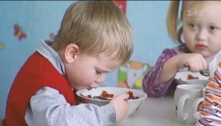 Як і чому у столичних дитсадках економлять на харчуванні дітей