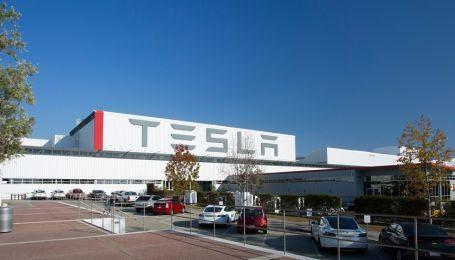 Из компании Tesla массово увольняются сотрудники