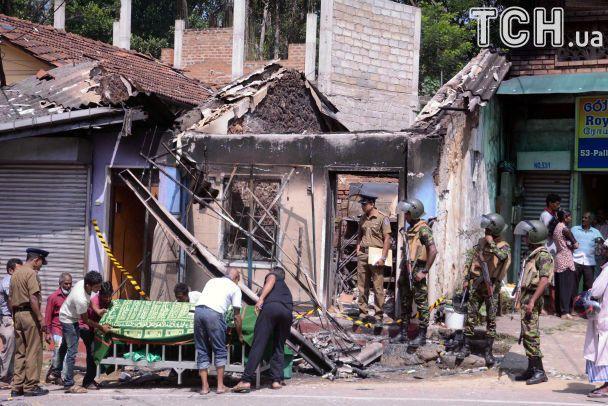 На Шрі-Ланці ввели надзвичайний стан через масові релігійні зіткнення