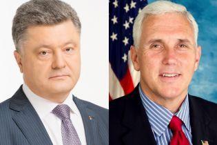 Порошенко переговорил с Пенсом о миротворцах на Донбассе и поставки оружия из США в Украину