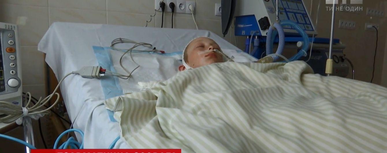 Зрители ТСН собрали деньги на лечение травмированного на Ровенщине школьника, который до сих пор лежит в коме