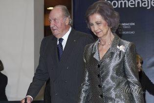 В блестящем костюме и на каблуках: 79-летняя королева София сходила на светское мероприятие