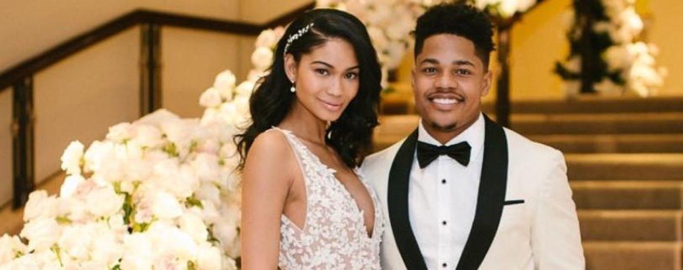 В роскошном платье с глубоким декольте: Шанель Иман поделилась снимками со своей свадьбы