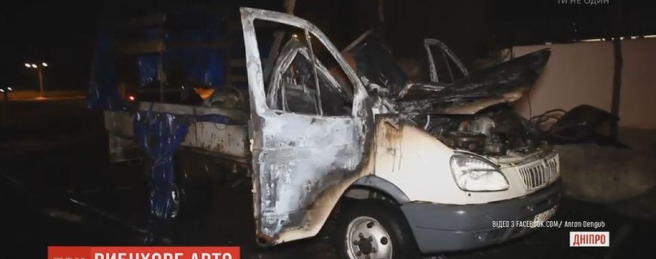 В Днепре на парковке у торгового центра взорвался грузовик