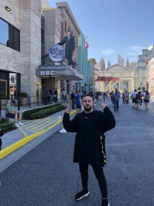 MONATIK показал, как отдыхает от концертов в Америке