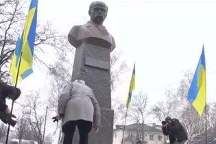 На Дніпропетровщині поваленого Леніна здали на металобрухт, щоб поставити пам'ятник Шевченку