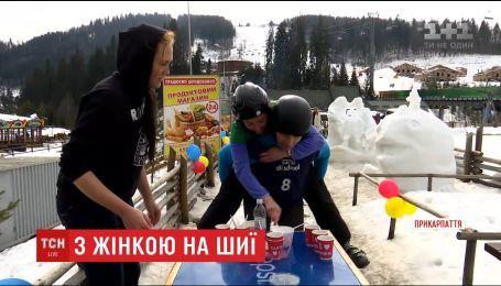 В Буковеле прошел турнир по преодолению препятствий с женщиной на шее