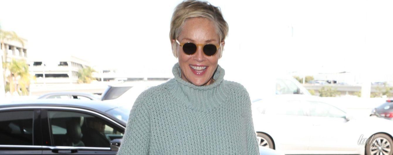 В рваных джинсах и объемном свитере: стильная Шерон Стоун на улицах Лос-Анджелеса