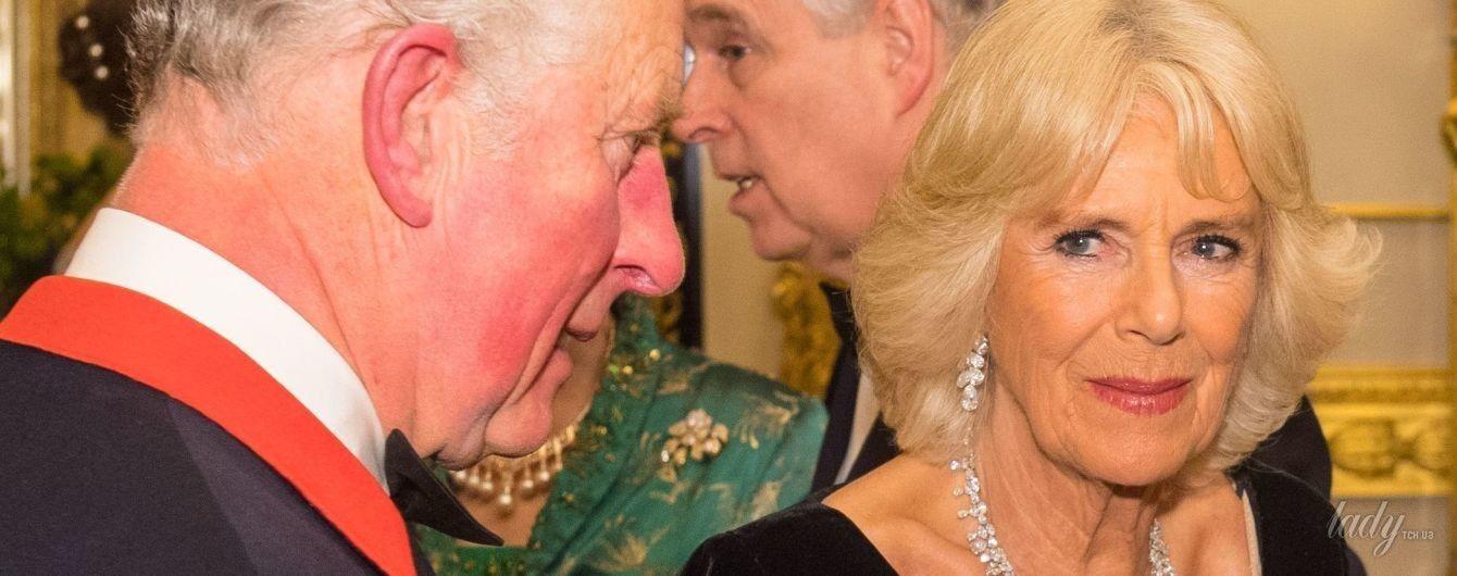 В бархатном платье с красивым декольте: герцогиня Корнуольская посетила прием в Виндзорском замке