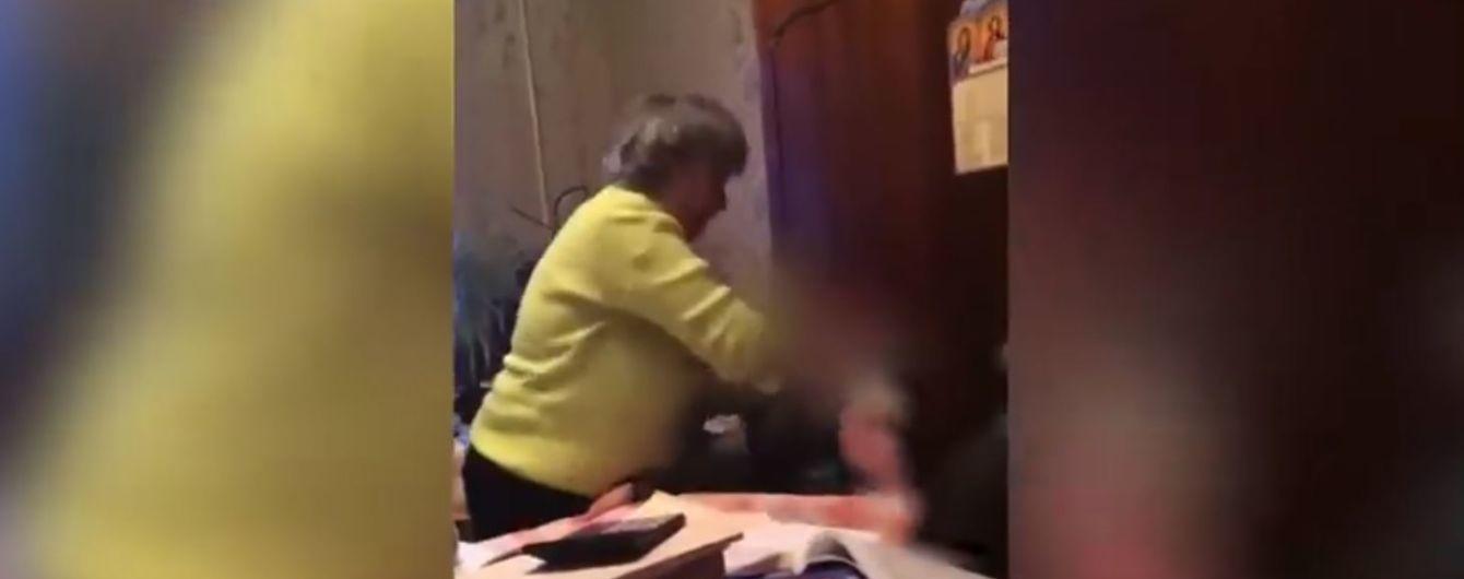 На Одесчине учительница душила и била головой об стол своих учеников