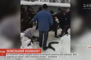 Під час масової бійки за гаражів на столичній Татарці постраждали 10 людей