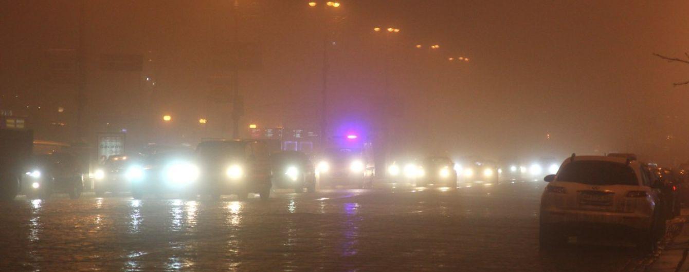 Киев окутал густой туман. Советы водителям и прогноз погоды