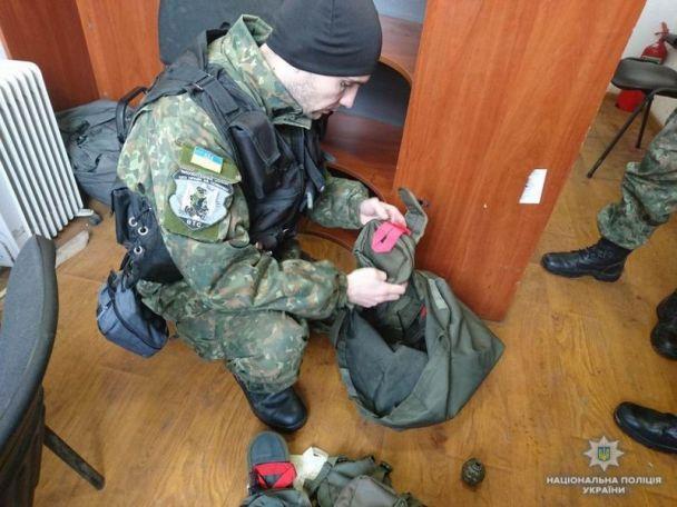 В Славянске из посылки выпала граната