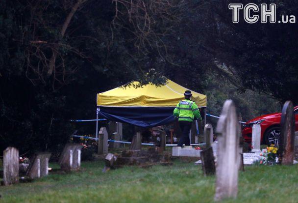 Полиция оцепила кладбище, где похоронены жена и сын шпиона Скрипаля