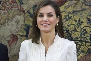 Повторила образ: королева Летиция вышла на публику в любимом деловом наряде
