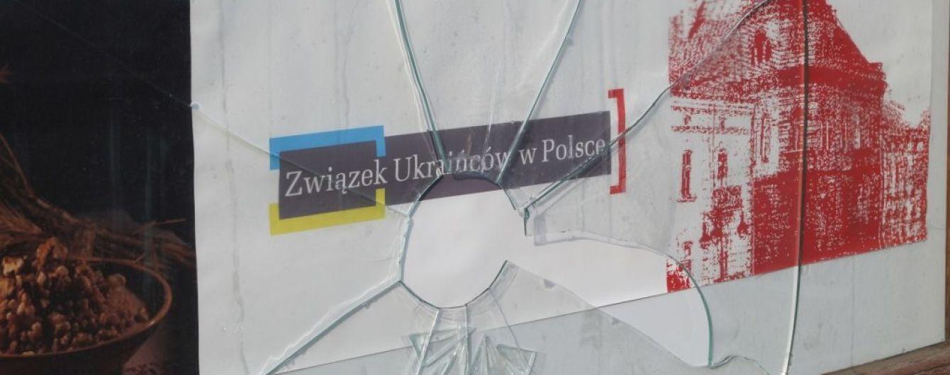 У Перемишлі побили шибки в Українському народному домі