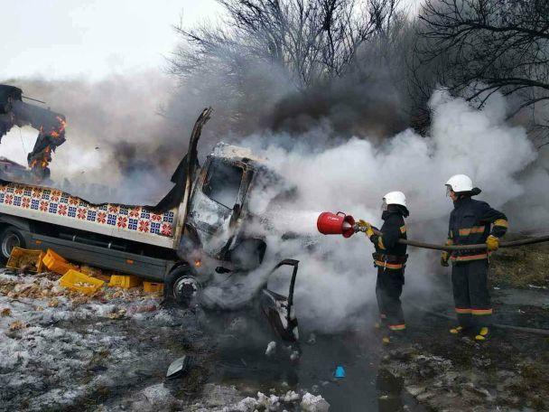 На Днепропетровщине произошла жуткая ДТП с грузовиком мясокомбината: погибло трое людей