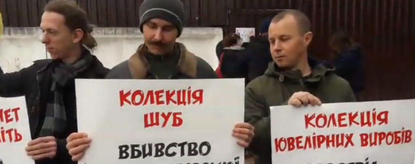 У Києві влаштували автопробіг до маєтку Авакова