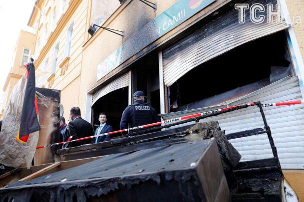 В Берлине подожгли турецкую мечеть, подозревают курдских радикалов