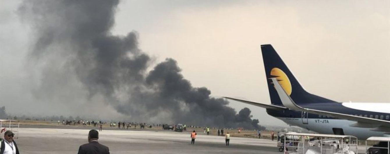 В Непале разбился пассажирский самолет с более полусотни человек на борту