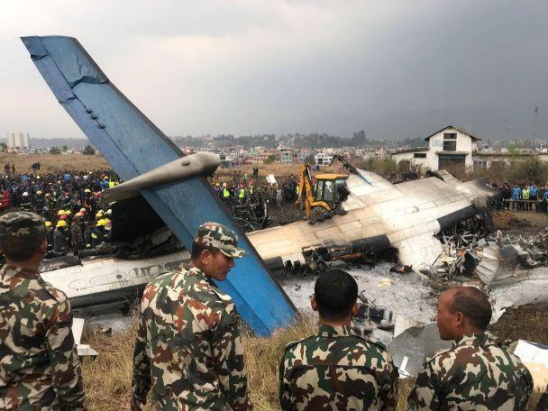 В результате крушения самолета в Непале погибли по меньшей мере 50 человек