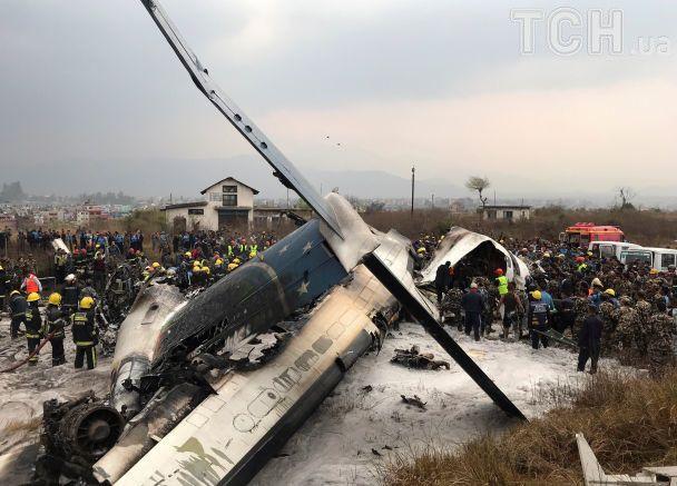 Внаслідок аварії літака у Непалі загинули щонайменше 50 осіб
