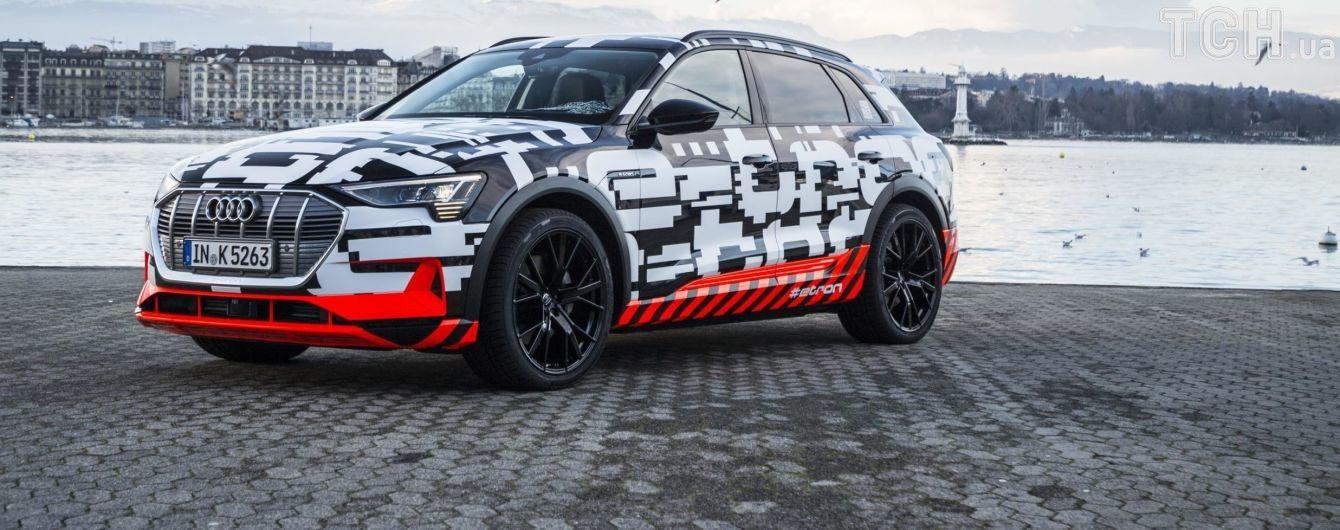 Audi продает электрокроссовер прямо со стенда автосалона
