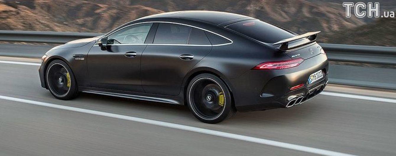 Mercedes выпустит на дороги пятидверный гоночный автомобиль