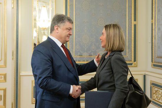 """""""Газпром"""" втратив імідж надійного партнера: Порошенко закликав ЄС відмовитися від """"Північного потоку-2"""""""