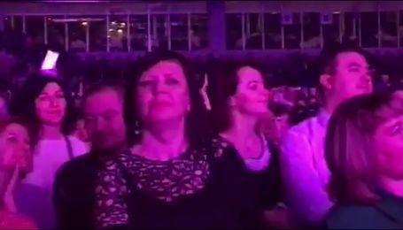 """Шалені танці та зізнання у коханні: Винник зібрав аншлаг на концерті """"Про любов"""""""
