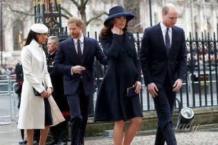 Беременная герцогиня Кембриджская надела на официальное мероприятие старое пальто