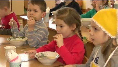 Медсестру, которая показала как кормят малышей в детсадах, собираются уволить