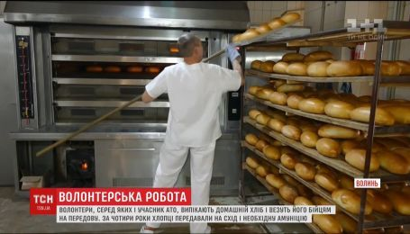 Волонтеры из Волыни регулярно доставляют на фронт домашнюю ароматную выпечку
