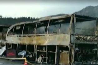 В Турции рейсовый автобус врезался в грузовик: 13 пассажиров погибли